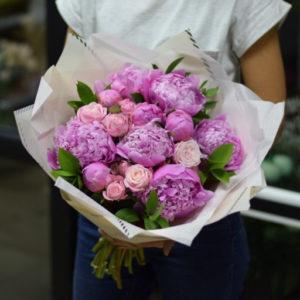 """Букет """"Beauty pink"""" (пионы, розы, зелень)"""